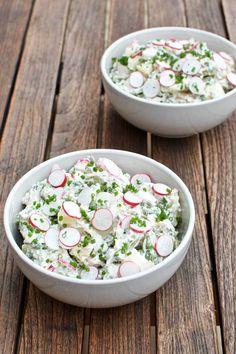 Kold kartoffelsalat har altid været en af mine livretter. Her er en opskrift på en rigtig sommerudgave med danske asparges og rygeost.