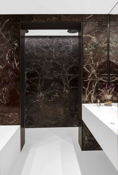 Tusculum Smart Design, Oversized Mirror, Bathrooms, Bathtub, Studio, Architecture, Interior, Furniture, Home Decor