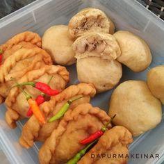 Halooo 2018!  Dapur mak einar aktif hari senin tgl 9 Januari 2018 yaa.  Yg PO udah antri senin siang mulai dikirim... Mamacieee udah sabar menanti (: Oiya ada Varian baru nih di dapur panada dengan isian ayam atau cakalang ;) Nah yg bulat itu pengennya buat ala bakpao gitu tp belum dijual karena masih belum mirip rasanya :D  #panadaketo #ketofood #keto #ketofoodinbali  #dapurketomakeinar
