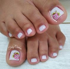 Ideas and Inspiration of decorated toenails, the best photos French Pedicure, Manicure E Pedicure, Mani Pedi, Pedicure Designs, Toe Nail Designs, Summer Toe Nails, Spring Nails, Cute Toe Nails, Pretty Nails