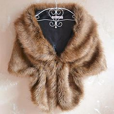 Thinking of how to style the wraps so that the party dress still looks stunning? Choose the right shawls and wraps for evening dresses for sporting a chic look in fall-winter parties. Faux Fur Shrug, Faux Fur Stole, Faux Fur Wrap, Faux Fur Jacket, Fur Wrap Wedding, Wedding Wraps, Wedding Jacket, Wedding Shawls, Wedding Coat