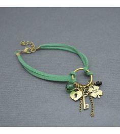 """Notre joli bracelet de cheville """"Luck"""" et ses breloques..."""