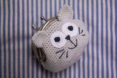 Crochet cat purse coins ideas for 2019 Crochet Alphabet, Crochet Art, Cute Crochet, Crochet Crafts, Crochet Dolls, Yarn Crafts, Crochet Headband Tutorial, Crochet Turban, Crochet Coin Purse