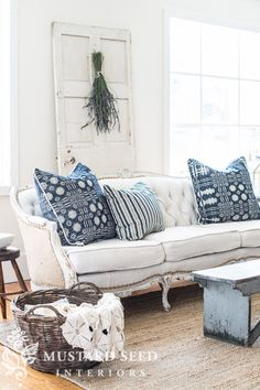 Photo shared by Dreamy Whites Lifestyle on April 2020 tagging Image may contain: people sitting, living room, table and indoor Blue Pillows, Couch Pillows, Painted Furniture, Diy Furniture, Sunroom Furniture, Refinished Furniture, French Furniture, Vintage Furniture, Sala Vintage