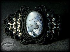 Macrame bracelet with Dendritic Opal Stone . por MacrAmorArt