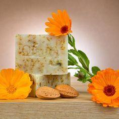 Cómo hacer jabón de caléndula. La caléndula es una planta que cuenta con múltiples propiedades medicinales y cosméticas. Entre todas ellas, destacan las calmantes y antioxidantes, ideales para mantener el cuidado de la piel y lucir...