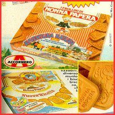 I Biscotti di Nonna Papera con impressi i personaggi Disney e quelli di Paperone a forma di dollaro. Frollini Accornero. E chi se li ricordava più! :-O