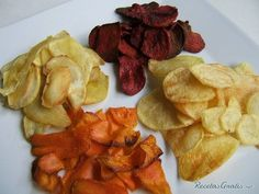 Potatoes, sweet potatoes, carrots and beetroot chips. Veggie Recipes, Indian Food Recipes, Snack Recipes, Cooking Recipes, Vegan Picnic, Healthy Snacks, Healthy Recipes, Snacks Saludables, Dehydrated Food