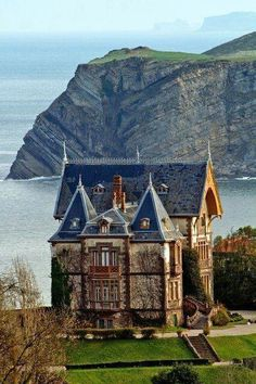 What an extraordinary palace in Spain!