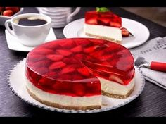 Pastel de Gelatina y Fresa Jello Cake, Jello Desserts, Sweet Desserts, No Bake Desserts, Sweet Recipes, Delicious Desserts, Gelatin Recipes, Jello Recipes, Cheesecake Recipes