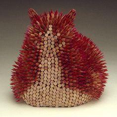 Jennifer Maestre heeft zee-egels gemaakt van potloden