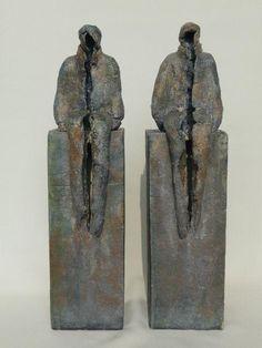 Marian Bonnemayers keramiek Pottery Sculpture, Sculpture Clay, Abstract Sculpture, Ceramic Figures, Ceramic Art, Small Sculptures, Ceramic Animals, Contemporary Sculpture, Paperclay