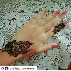 Post by Shabnam 💖💖shaba💖💖 ( on mehendi Finger Henna Designs, Henna Art Designs, Mehndi Designs For Girls, Stylish Mehndi Designs, Mehndi Designs For Fingers, Unique Mehndi Designs, Mehndi Design Pictures, Beautiful Mehndi Design, Latest Mehndi Designs