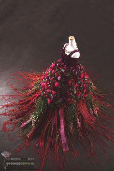 108 Creative Rustic Natural Stylish DIY Dress Christmas Tree Decorations – Page 89 – My Beauty Note Dress Flower, Fairy Dress, Flower Art, Botanical Fashion, Floral Fashion, Dress Form Christmas Tree, Christmas Tree Decorations, Christmas Crafts, Real Flowers
