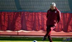 أنشيلوتي يستعرض مهاراته أمام لاعبيه: أنشيلوتي يستعرض مهاراته أمام لاعبيه