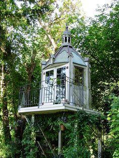 It is wonderful and fantastic idea to make gazebo as the tree house in the lawn of your home. You can have access to this tree house gazebo through the stairs… Cool Tree Houses, Bird Houses, Dog Houses, Future House, My House, Tree Tops, In The Tree, Little Houses, Play Houses