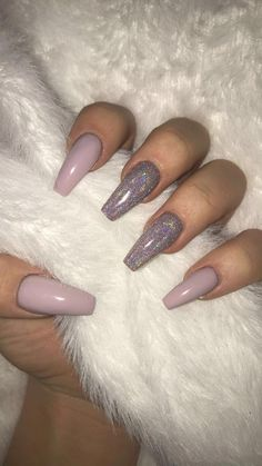 Semi-permanent varnish, false nails, patches: which manicure to choose? - My Nails Aycrlic Nails, Manicures, Cute Nails, Pretty Nails, Coffin Nails, Dark Nails, Kylie Nails, Light Purple Nails, Purple Acrylic Nails