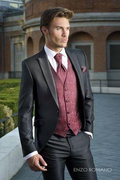 Burgundy and Black Suit Burgundy and Black Suit Groom Tuxedo, Tuxedo For Men, Black Tuxedo, Tuxedo Wedding, Wedding Suits, Black Suit Wedding, Mode Masculine, Mens Fashion Suits, Mens Suits