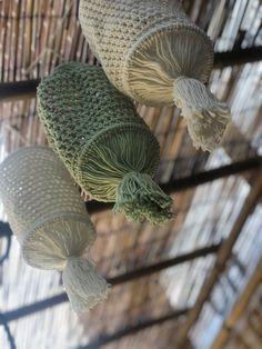 Crochet Lamp, Tapestry Crochet, Diy Crochet, Crochet Hooks, Diy Projects To Try, Crochet Projects, Amigurumi Patterns, Knitting Patterns, Crochet Furniture