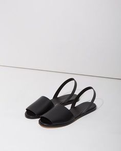 oflagerfeld:  ephe:  COMMON PROJECTS SLIDES  b&w