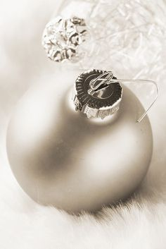Dreaming of Silver & White tree decor <3