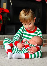 10 Stylish Kids' Christmas Outfits They Will Love to Wear - noel Sibling Christmas Pictures, Kids Christmas Outfits, Xmas Photos, Family Christmas Pictures, Holiday Pictures, Christmas Photo Cards, Christmas Baby, Christmas Pics, Elegant Christmas