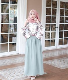 @saritiw Abaya Fashion, Muslim Fashion, Skirt Fashion, Fashion Outfits, Casual Hijab Outfit, Hijab Chic, Hijab Skirt, Hijab Fashion Inspiration, Winter Dress Outfits