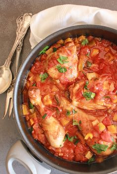 Chicken Cacciatore, an easy Italian classic, a delicious one pot family healthy chicken recipe. Perfect alone or served over rice or pasta.
