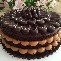 Naked Cake de chocolate com recheio de doce de leite. Maravilhoso! Ótimo para chá, noivado ou mini wedding
