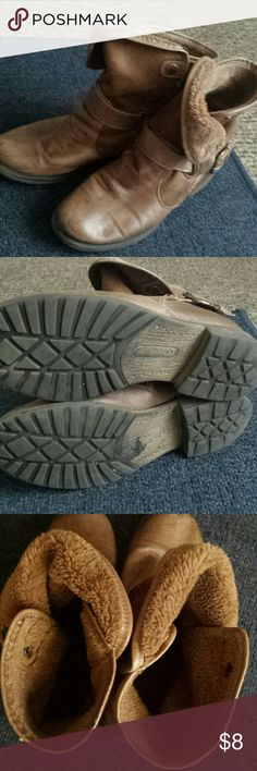 Bare traps super easy to slip on and warm in the w Bare traps super easy to slip on and warm in the winter just cleaning out my closet a lot of life in them but Warren as seen in picture bare traps Shoes
