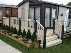 Fensys dark grey and cream holiday home decking - Wohnwagen Tiny House On Wheels, Small House Plans, Mobile Home Porch, Mobile Homes, Caravan Decor, Caravan Ideas, Decking Suppliers, Pvc Decking, Caravan Holiday