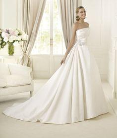 Wedding Dresses, A-line Wedding Dresses, Fashion, Strapless, Strapless Wedding Dresses, A-line, Pronovias, ruched bodice, Pronovias Glamour, soft satin, floral brooch
