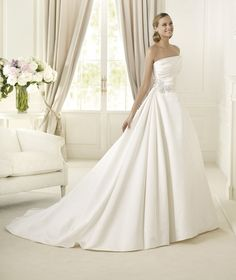 Wedding Dresses, A-line Wedding Dresses, Fashion, Strapless, Strapless Wedding Dresses, A-line, Pronovias, ruched bodice, Pronovias Glamour, soft satin, floral brooch