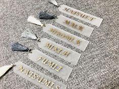 「花嫁DIY」はできれば、コストを抑えてかわいく仕上げたいですよね!そんな花嫁さんんたちの声にお応えするべく、今回はDAISO(ダイソー) ・Seria(セリア) ・Can do(キャンドゥ) の100均3社で見つけた花嫁DIYに使えそうなおしゃれグッズをご紹介します* Wedding Cards, Diy Wedding, Diy And Crafts, Arts And Crafts, Diy Projects To Try, Resin Art, Wedding Vendors, Wedding Planning, Stationery