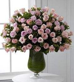 "Looking for best, quick deliver flowers in Dubai, Abu Dhabi, UAE? Here, you're at best online flower shop named ""Online Florist UAE"", offering unique, exclusive luxury flowers arrangements with quick delivery services. Explore our luxury flower collections and choose first one for your someone special."