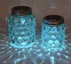 Auf folgende Seite erkenne Sie, wie kann man ganz einfach und schnell einen wunderschönen Kerzenhalter aus Dose und Glasperlen basteln.