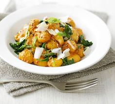 Gnocchi with Creamy Tomato & Spinach Sauce - Make a change from pasta with this Italian-style midweek meal Bbc Good Food Recipes, Veggie Recipes, Vegetarian Recipes, Cooking Recipes, Healthy Recipes, Veggie Dinners, Fodmap Recipes, Savoury Recipes, Gourmet Recipes