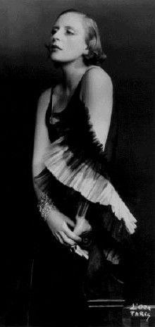 bisexual painter Tamara de Lempicka, photographed by d'Ora Studio Paris 1929