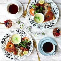 アラビアの「ブラックパラティッシ」でおしゃれに北欧コーディネートを - macaroni Breakfast Menu, Breakfast Ideas, Food Photography Styling, Home Food, Food Menu, Food Plating, Japanese Food, Dinnerware, Brunch