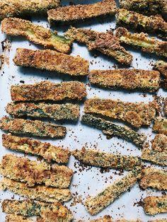 Paleo Zucchini Fries with Almond Flour Paleo Zucchini Fries, Bobs Red Mill, Italian Seasoning, Garlic Powder, Almond Flour, Food, Essen, Meals, Yemek