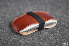 Leather Apple Magic Mouse Case Hand-made Chestnut Brown Leather Hand Wax, How To Make Light, Stitching Leather, Vegetable Tanned Leather, Cow Leather, Apple Magic, Magic Mouse, Wool Felt, Sunglasses Case