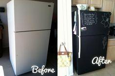 Aus eurem Kühlschrank könnt ihr im Handumdrehen einen tollen Platz für Notizen, Malereien und Erinnerung erschaffen Dafür müsst ihr ihn einfach mit Tafelfolie bekleben. Gute gibt's z.B. hier zu einem fairen Preis ▶ http://amzn.to/1ocMdF7