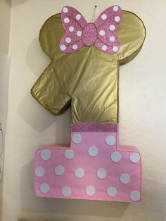 Minnie mouse gold and pink. Minnie mouse pink and gold. Minnie Mouse Pinata, Minnie Mouse 1st Birthday, Minnie Mouse Theme, Pink Minnie, Baby First Birthday, First Birthday Parties, Birthday Ideas, Mickey Mouse, Pink Gold Party