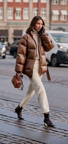 Le Fashion: An Elevated Street Style Take on the Puffer Coat Copenhagen Street Style, Copenhagen Fashion Week, Stockholm Street Style, Paris Street, London Fashion, Daily Fashion, Fashion Fashion, Street Fashion, Korean Fashion