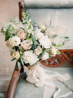 Traumhafter Strauß für eine Hochzeit im Winter, Seidenbänder von Honey Silks&Co ~ Himmlische Inspiration für eine Winterhochzeit ~ Leighanne Herr Photography