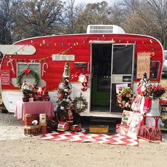 175 Likes, 1 Comments - Janine Pettit (Janine Pettit) on Ins. Vintage Campers Trailers, Retro Campers, Vintage Caravans, Camper Trailers, Happy Campers, Vintage Motorhome, Christmas Minis, Christmas Photos, Vintage Christmas
