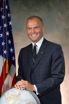 Let's commemorate John Glenn, who became the first American to orbit the earth when he lifted off in Friendship 7 on February John Glenn Astronaut, Army Chaplain, John Herschel, Back To The Moon, Apollo Space Program, Amazon Shares, Nasa Images, Michael Collins, Apollo Missions