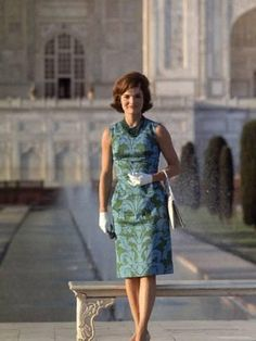 size: Premium Photographic Print: First Lady Jackie Kennedy Standing on the Grounds of the Taj Mahal During Visit to India by Art Rickerby : Artists Jackie Kennedy Style, Jacqueline Kennedy Onassis, American First Ladies, Vintage Outfits, Vintage Fashion, Old Hollywood Style, Satin Dresses, Sheath Dresses, Mom Style