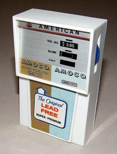 Vintage Amoco Gas Pump Novelty Transistor Radio, Model TR 30000, Made in Taiwan.