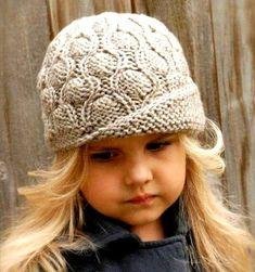 Шапочка Окружность шляпки — 50 (55) см. Для вязания будут необходимы: пряжа серая и бордовая – по 1 мотку (шерсть 100%, 182 м/115 г); круг. спицы — 4 мм (0,4м); чулочные обоюдоострые спицы — 4 мм; маркеры для петель.